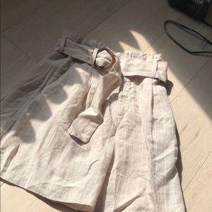 Linen blend high waisted Bermuda shorts.